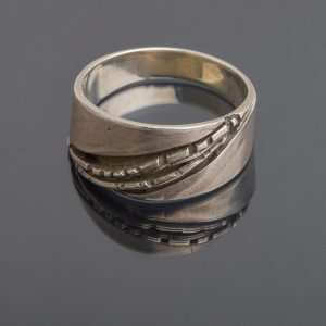 SCULPTURAL SILVER RING
