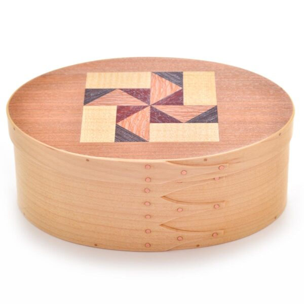 maple shaker box with quilt pattern in lid