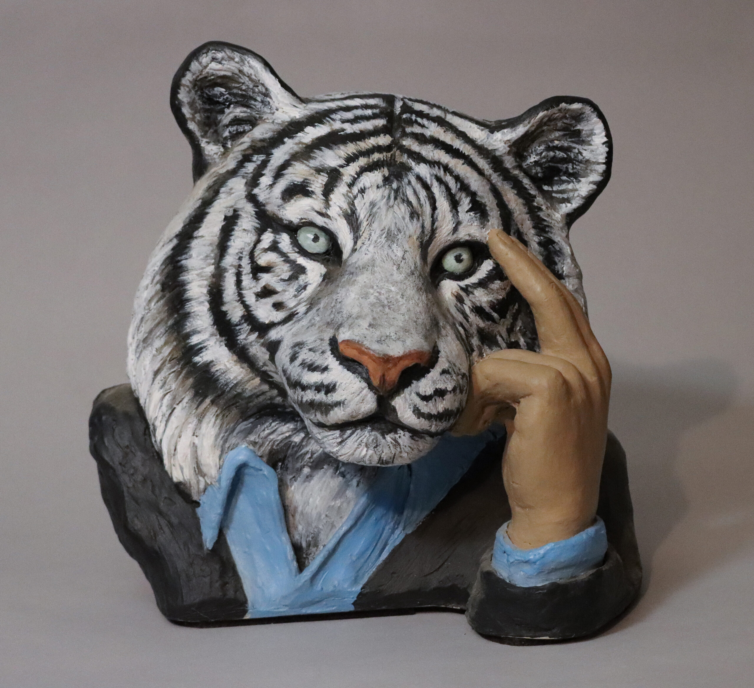 white tiger sculpture