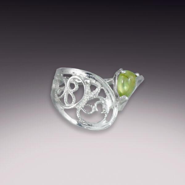 handmade sterling silver peridot filigree ring